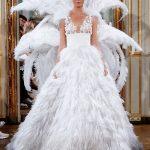 ชุดแต่งงานประดับขนนก