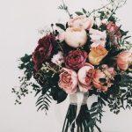 ช่อดอกไม้สีเบอร์กันดี
